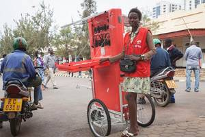 Rwandan innovates a solar powered cart