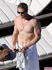 Hunky Hot Cocks: CHRIS HEMSWORTH SHIRTLESS
