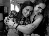Victorious: Elizabeth Gillies and Ariana Grande