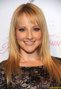 Melissa Rauch Sexy Actress Photos Gallery 1