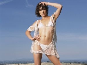 WORLD HOT AND SEXY CELEBRITIES: Milla Jovovich Sexy Image