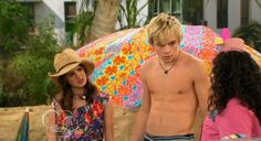 The Stars Come Out To Play: Ross Lynch  Shirtless & Barefoot in