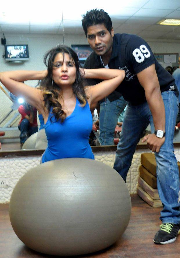 Sunny Leone Gym Workout Atom