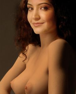 WOMEN IN THE WORLD: Anushka Sharma Posing Nude (Fake