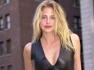 estella warren pose - Estella Warren Images, Pictures, Photos, Icons