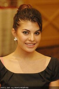 : Jacqueline Fernandez Hot Babe or a Bitch n Sult bikini Hot Images