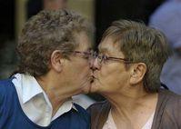 Foto & Grafia: Argentina celebra primeiro casamento entre lésbicas