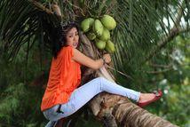 2012: Foto Soimah Pancawati Nakal Manjat Pohon