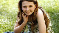 No filme Pequena Miss Sunshine ela pintou o cabelo ficando loirinha e
