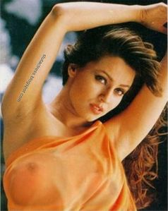 Slut Actress: Mahima Chaudhary Transparent Saree boobs visible