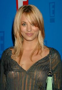 wallpaper iKi uh: Kaley Cuoco-Nude