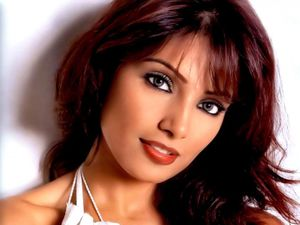 Here you can easily get more hot wallpapers of Bipasha Basu