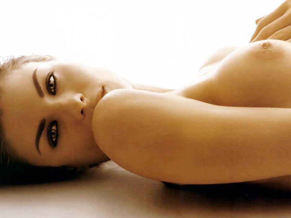 Molly Ephraim Nude