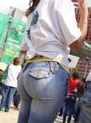 Divine Butts  Voyeur Blog: Amazing ass in jeans candid