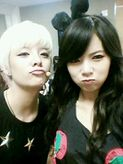 Amber shared a fun SelCa with 4Minute's HyunA!