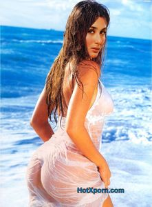nudetracker: Kareena Kapoor Wet Nude Ass Photo (Fake)