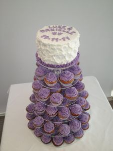 Driftwood Cakes - Cake Baker and Decorator: Wedding Cake and Cupcakes