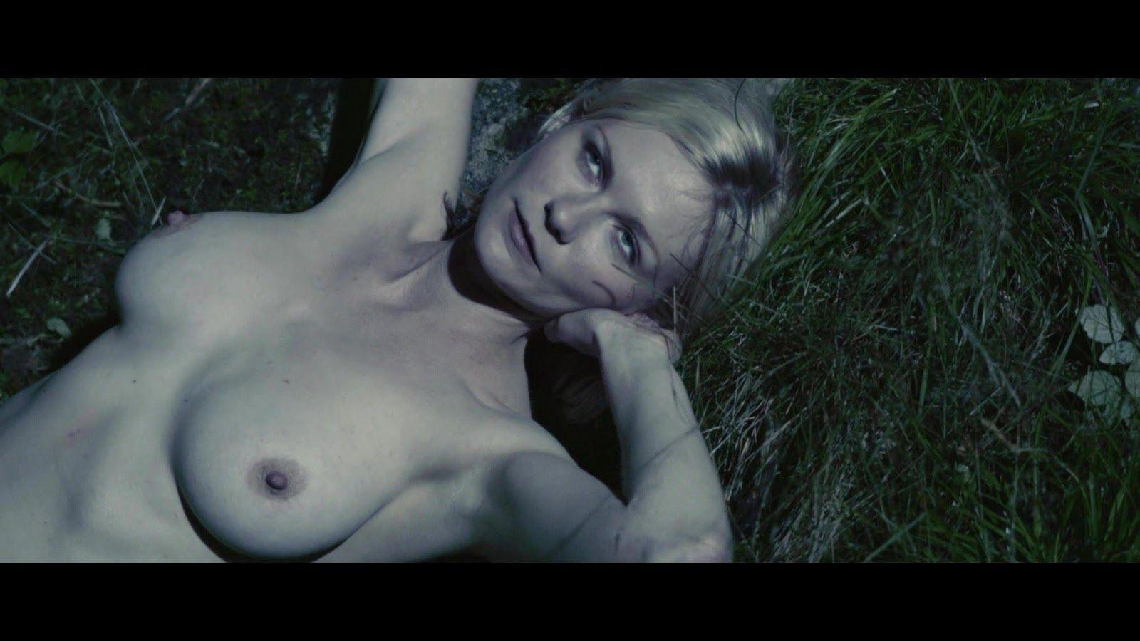 Dunst Nude