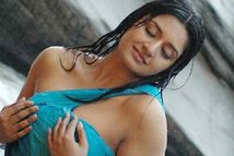Vimala Raman Biography and Hottest Pics Gallery | SevenTeen Porn