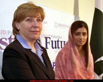 Scandals: Pakistan's Foreign Minister Hina Rabbani Khar Sexy Pictures