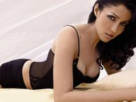 wallpapers: Actress Aditi Govitrikar hot exposing navel wallpapers