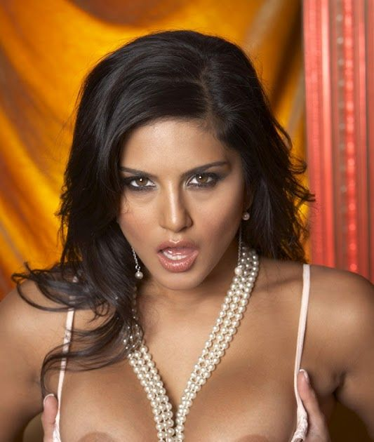 Sunny Leone Teen Attraction Atom