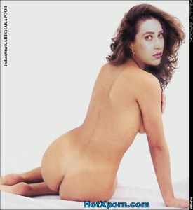 karishma kapoor Showing her Ass