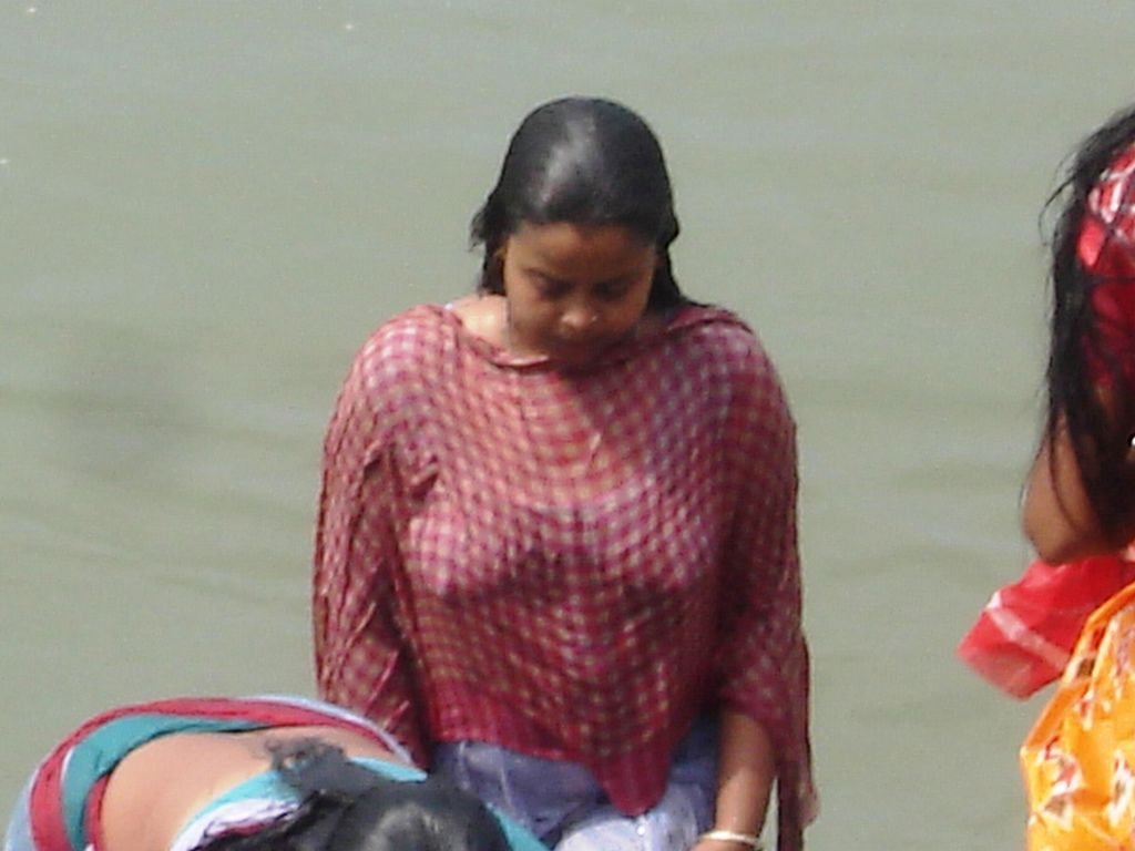 Desi Girl Bathing 2