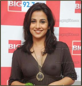 googlika hot girls: Vidya Balan Braless pic at Big FM