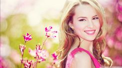 Bridgit Mendler With Pink HD Wallpaer 1366 x 768