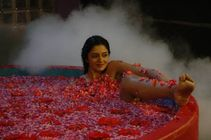 Naked Indya Actress Vimala Raman Hot Bathing In Bathtub | Download