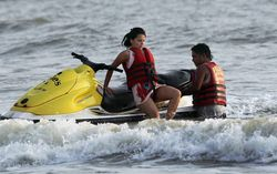 CINE ENTERTAINMENT: Dhoni and his Wife Sakshi Singh Rawat At Goa Beach