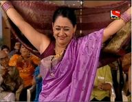 Real Life Aunty Hot Sleeveless Blouse And Her Shaved Armpit Show