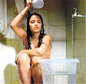 Chandra Bollywood Sexy Actress goes NUDE in Apartment film - Bollywood