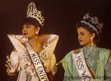 of Two Beauty Queens : Aishwarya Rai & Sushmita Sen Rare Pictures
