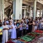 Gambar Rakyat Palestin Solat Jumaat Di Runtuhan Masjid   ROSSA CALLA