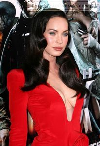 Megan Fox - Sideboob - Wardrobe malfunction