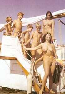 The Happy Nudist, jedinudist: Families sailing Naturally