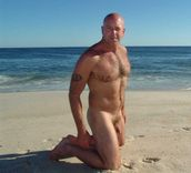 Digs Deep (addictedtobald: A daddy bear like this SHOULD be