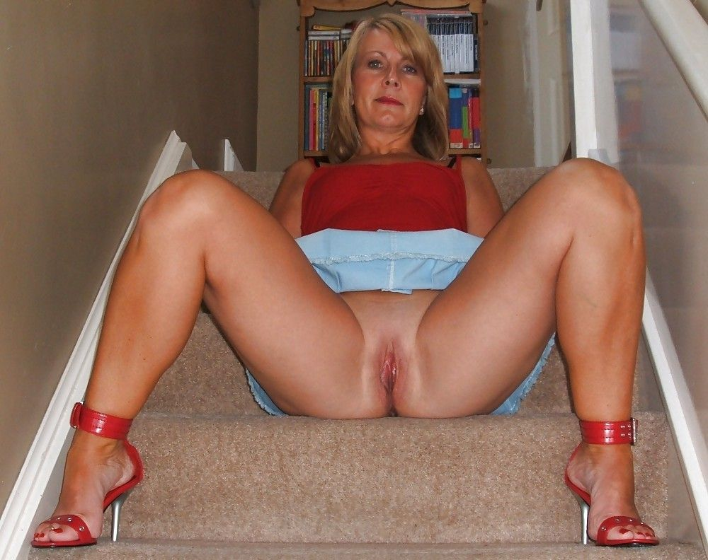 Natural Tits Housewife Face Sitting