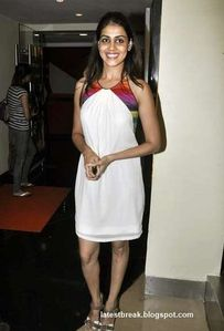 "Nude sakarepe: Genelia D'Souza at the premier of ""Dum Maaro Dum"