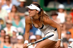 Alluring Beauties: Martina Hingis - Downblouse Tennis