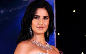 katrina kaif cute,katrina kaif boobs,katrina kaif navel,hd wallpaper
