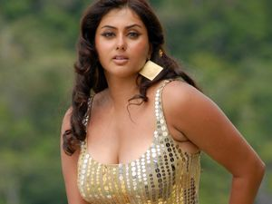Tags:- Sexy Tamil actress hot pictures, telugu hot actress sari photos