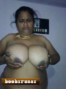 Nude Indian Boobs Picture Gallery: DESI NUDE AUNTY WITH BIG BOOBS