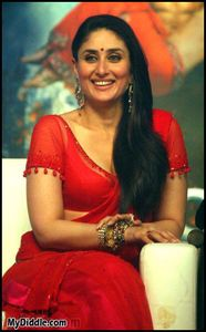 Kareena Kapoor Red Hot Saree Pics Ra one