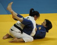 10  Your opponent is on her back  You�re between her legs