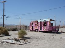 Pink Trailer Trash at the Salton Sea (image credit nova68 com)