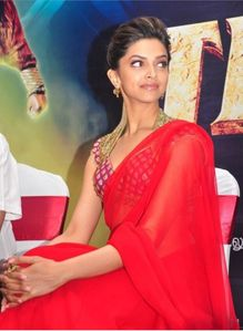 bollywoodstarinfo: Deepika Padukone In Hot Red Saree Pictures