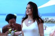 preity zinta shows her full boobs and gives her fat nipple impressions